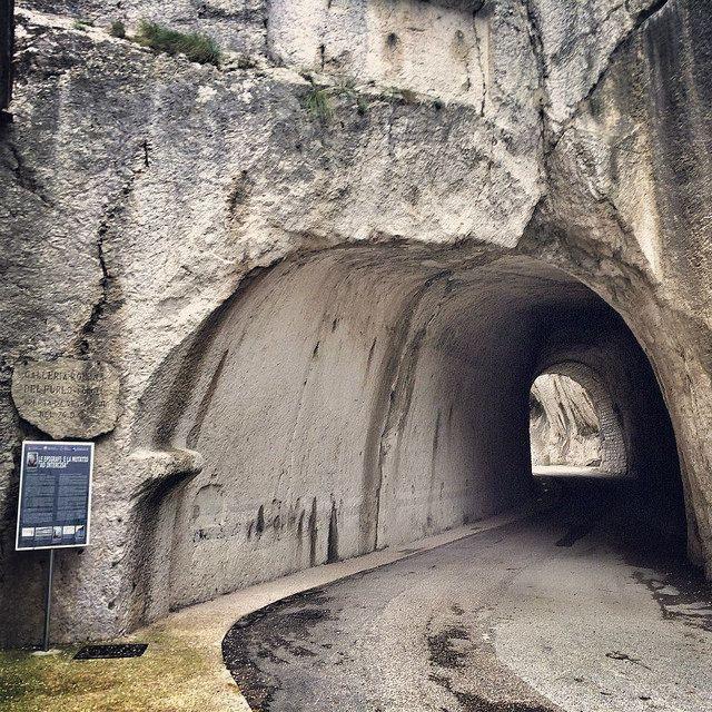 Galleria romana alla Gola del Furlo (PU)  #marchespiritualroute