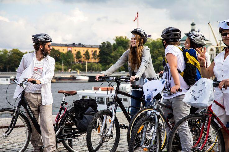 Cyklister på Skeppsbron #IceRide #Stockholm