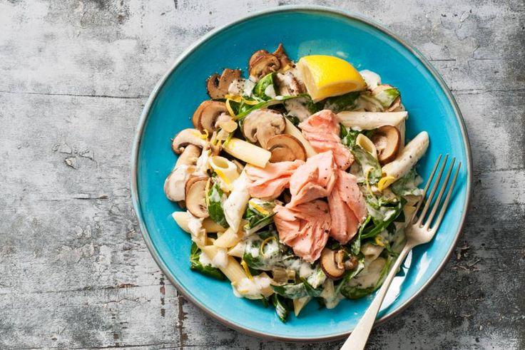 27 november 2017 - Penne van Grand'Italia + zalmfilet + kastanjechampignons + spinazie + Philadelphia roomkaas in de bonus = een perfecte combinatie voor een romige pasta vol groente - recept - Allerhande
