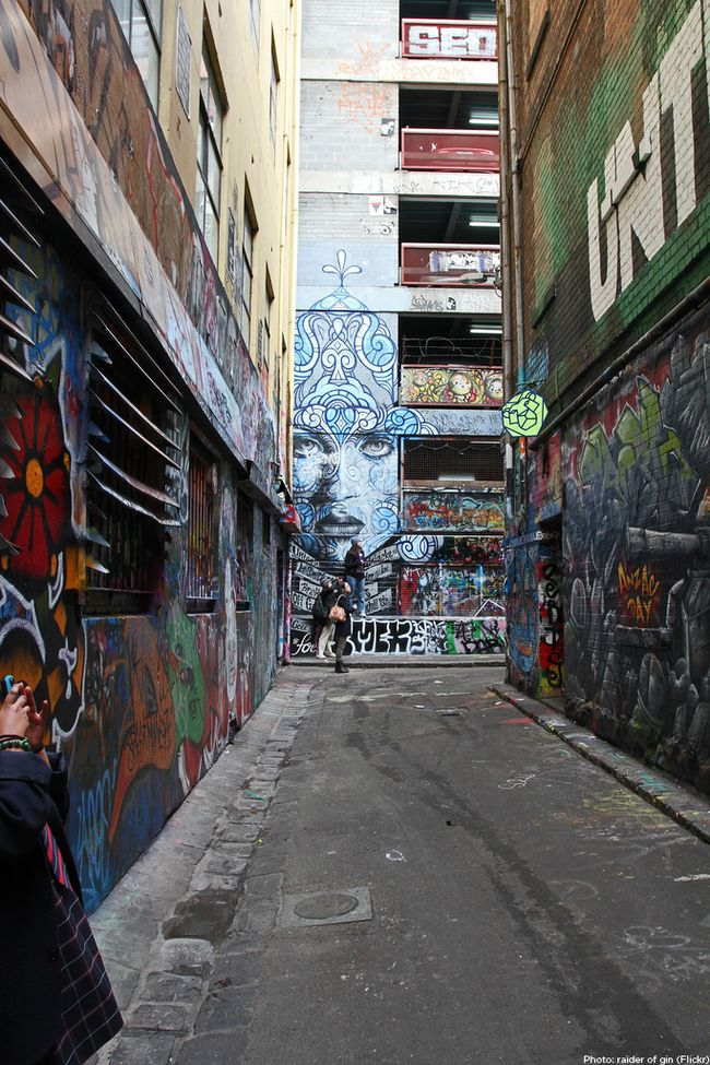 one of the fabulous artist laneways of Melbourne (Franklin St)