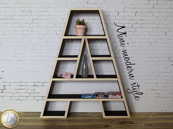 Ruw hout populier boekenkast vormige 1:12 schalen voor poppen huizen. De bibliotheek is uniek. De metingen zijn: H 15 cm, L 12,7 cm, d 2 cm Objecten zijn alleen voor versiering, zijn niet inbegrepen. Exclusieve Mini moderne stijl Let op voor u bestelt Lees de verkoopvoorwaarden.