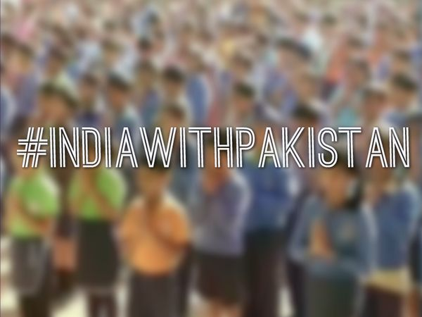 Students in India hold 2 minutes of silence to remember & honor the lives lost in #PrayForPeshawar #IndiaWithPakistan