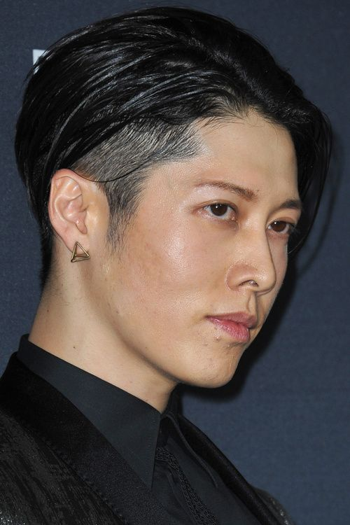 Asian+men+hairstyle+with+temple+undercut