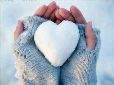 Die Menschen sind mit der Materie verhaftet, die eiskalt ist wie der Schnee. Ich aber suche die Flamme der Liebe, um sie an meine Brust zu drücken, damit sie meine Rippen verzehre und mein Inneres befreie, denn ich habe erfahren, dass die Materie den Menschen tötet, ohne dass er Schmerzen empfindet, während die Liebe ihn unter Schmerzen lebendig macht.  ~Khalil Gibran~ http://meine-wollust.blogspot.de/