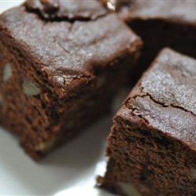 Вкусные десерты любят все. Особенно все любят умопомрачительные шоколадные торты. Поэтому что тут рассуждать, давайте приготовим шоколадный торт брауни.