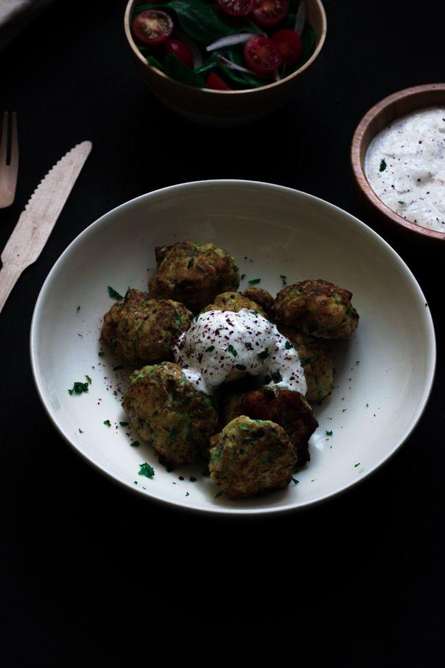 Albóndigas de pollo y calabacín con cebolla tierna y comino - Yotam Ottolenghi (Cooking the Chef) -------------- Chicken meatballs with zuccini and spring onions - Yotam Ottolenghi #meatballs #albóndigas #lacocinadeaisha #cookingthechef #yotamottolenghi #gastronomia #chef #receta #recipe #foodphotography #foodstyling