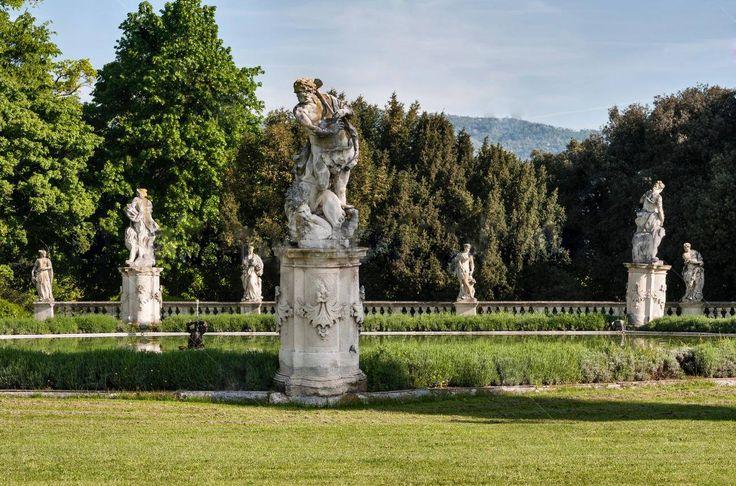 A Vila Trissino da Porto Marzotto é um conjunto monumental italiano localizado em Trissino, na província de Vicenza, e é composto de uma vila superior, uma vila inferior, uma grandiosa entrada  tardo-barroca, cedros e limoeiros, uma fonte octogonal, uma cavalariça e mais de uma centena de estátuas que adornam a grande parque, onde se pode apreciar o panorama do vale do Agno e a paisagem circundante.   Ela está intimamente ligada aos eventos da família Trissino, os antigos senhores feudais da…