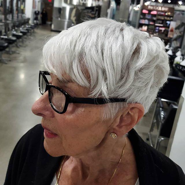 22 Junger Machende Frisuren Fur Dunnes Haar Ab 50 In 2020 Freche Kurzhaarfrisuren Frisuren Dunnes Haar Kurzhaarfrisuren