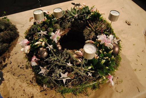 Adventskranz mit Echeverie, Weihnachtskaktus und Moos -  Adventsausstellung & Weihnachtsausstellung Angela Lanz für Floristik in Erfurt 2013
