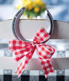 Horseshoe - could be cute with Brown and Pink ribbon