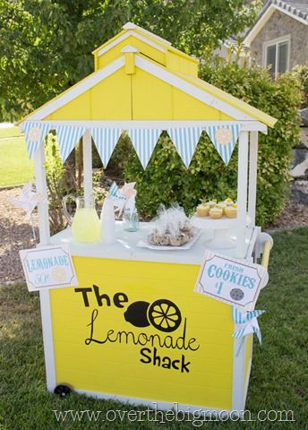 Free Lemonade Stand Printables - lemonades sign, bake sale signs, bunting, and pinwheels. ALL FREE!