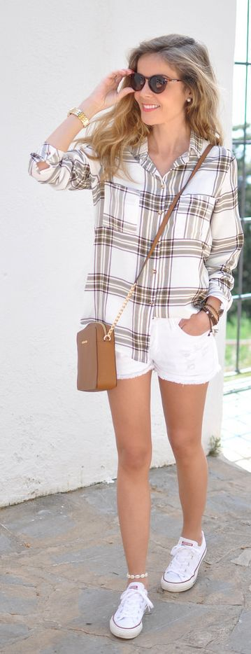 Casual Check Button-down Outfit Idea by Te Cuento Mis Trucos.