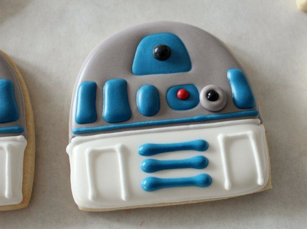 How to make R2D2 cookies - step by step instructions with photos