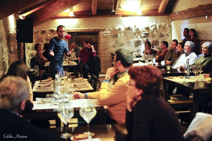 Gonzalo C. Megías en sesiones golfas con cuentos en el Restaurante La Bruja - 21 Marzo  Fotografía de Eulalia Martínez