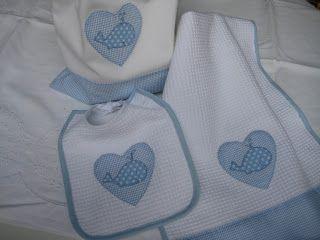 Conjunto de babero, toalla y bolsa para guardería