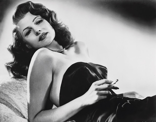 Gilda - Rita Hayworth is smoking!Rita Hayworth, Hollywood Glamour, Vintage, Beautiful, Gilda, Femme Fatale, Classic Hollywood, Film Noir, Ritahayworth