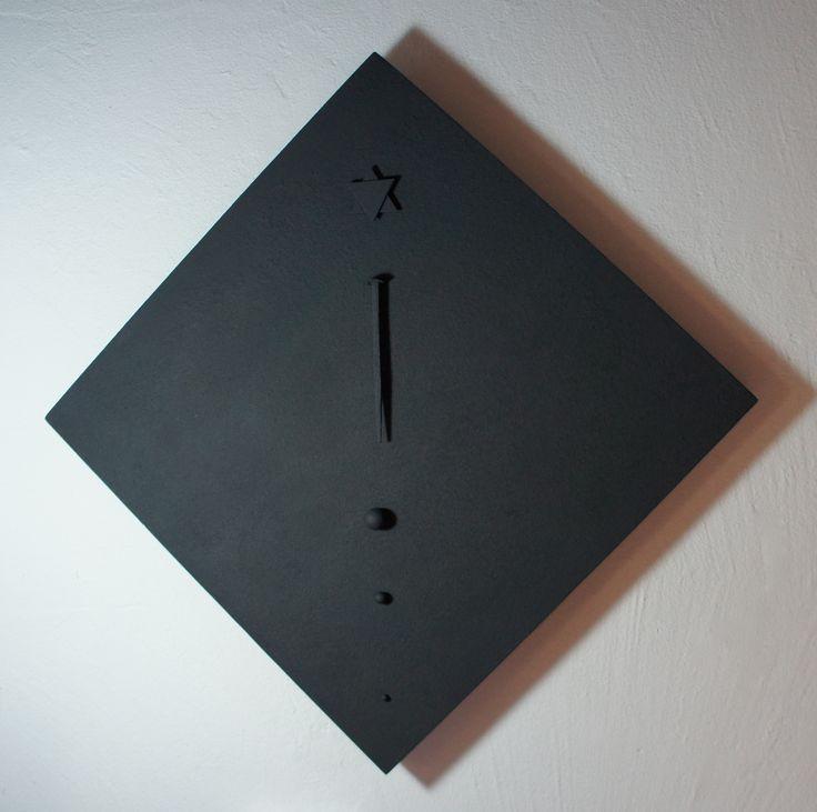 """"""" Grigio profondo per la Shoah """" Quadrato-Rombo collage di Stella di David + 1 chiodo genovese sec.XVIII + 3 sfere acciaio. cm 50 x 50 ( sagittale a rombo cm 71 x 71) 2013"""