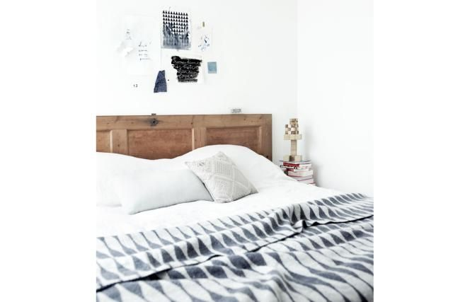 17 DIY Headboards Ideas That Will Wake Up Your Tired Bedroom: Vintage Door Headboard