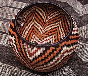 Canasto de fibra de werregue, $1.409.000, en Artesanías de Colombia.