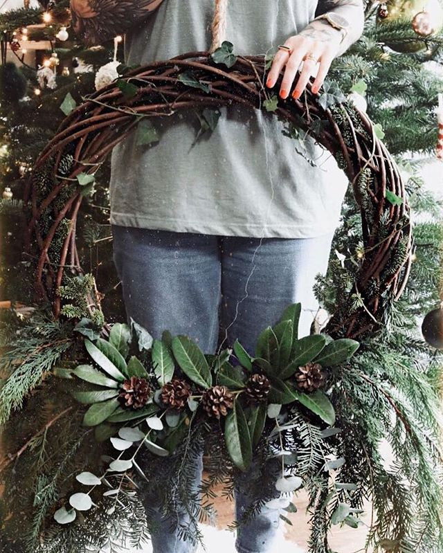 Katelouiseblog Takes Rustic Christmas To The Next Level With Our Oversized Woven Wreath Christmas Wreaths Wreaths Rustic Christmas