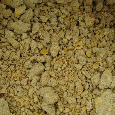СОЕВЫЙ ЖМЫХ (МАКУХА)  Соевый жмых (макуха) протеин 35-42%. В мешках по 35-40 кг. С доставкой по всей Украине.  Продажа в розницу от 40 кг, мелкий опт – 1-3т, опт – от 20т и выше.  Цена от 12.50 грн за 1 кг  Соевый жмых (Макуха) – применяется как основная добавка для кормления в рацион сельскохозяйственных птиц и животных. Соевый белок полученный осле отжима масла, хорошо усваивается и обладает большой биологической ценностью, что способствует достижению высоких результатов при вскармливании…