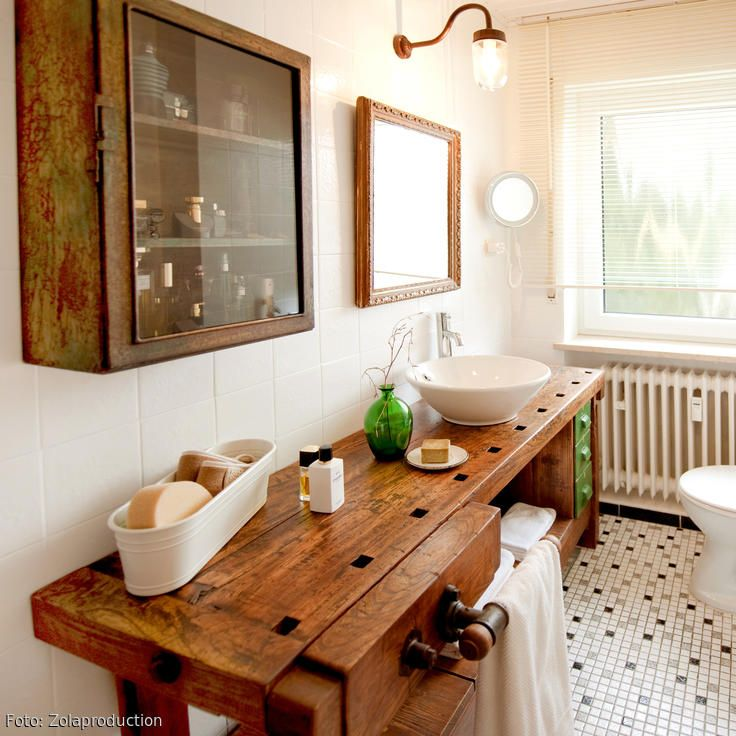 WERKBANK IM BADEZIMMER — Mit geringem Budget entstand aus einem alten Badezimmer ein kreativer Waschtisch. Mehr Bilder auf COUCHstyle.de #bathroom #vintage #interior