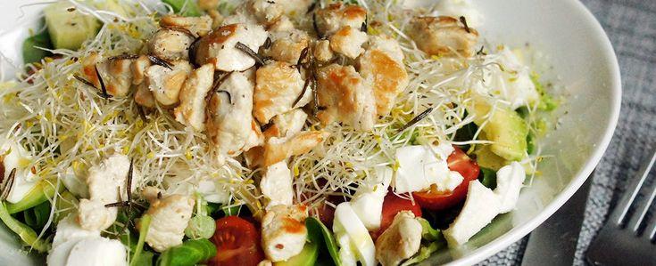 Gewoon wat een studentje 's avonds eet: Super lekker: Salade met rozemarijnkip, avocado, a...