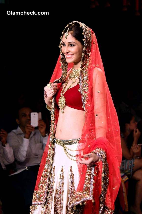 Pooja Chopra was a vision at the India International Jewellery Week (IIJW) in Mumbai, India on July 15, 2014.