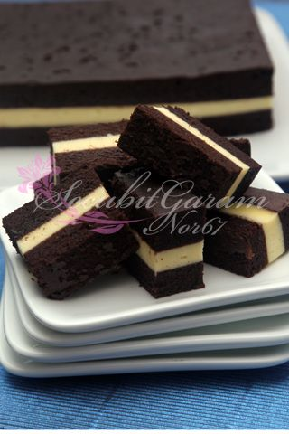 Steamed chocolate cheese layered cake