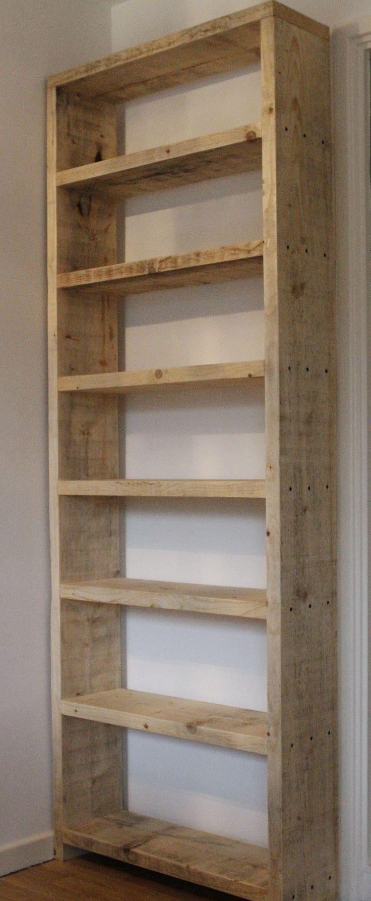 Librero sencillo y austero. Típico diseño alto y angosto. Lo considero en madera prensada, para darle un aspecto distinto.