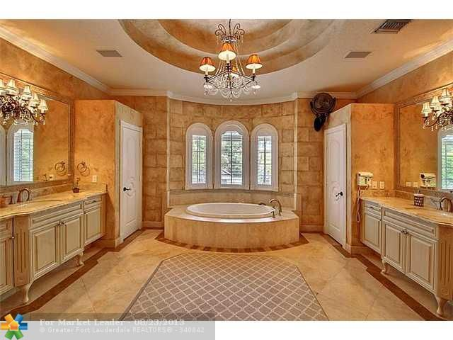 Ultra Traditional Master Bathroom Waterfront home in Fort Lauderdale, FL