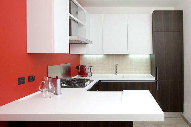 Alter / Cucina - Villetta Arcore    Cucina con penisola in rovere affumicato/laccato bianco opaco e piano in acrilico