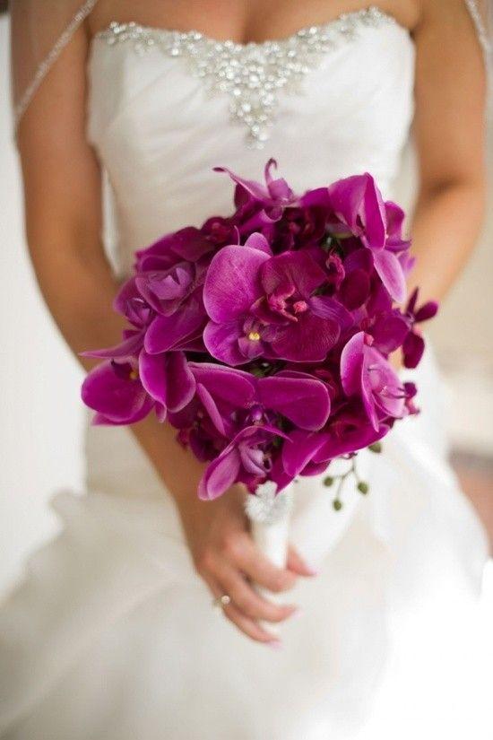 De mooiste voorbeelden voor paarse bruidsboeketten en corsage's