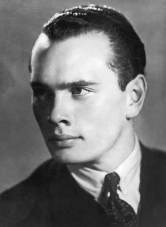 """Yul Brynner .. HAIR!!   Loved him in """"The King and I"""" and also """"Westworld"""" .. great voice too"""