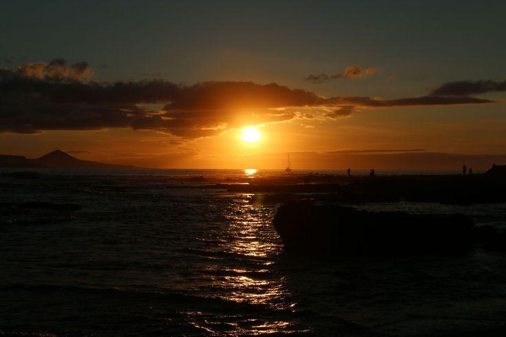 """Una historia realizada por nuestro """"Team Hot"""" compuesto por Rouse, Alex y David (nuestro fotógrafo) ¡Disfruta de una visión diferente!  https://www.wattpad.com/251432963-sunset-una-visión-de-desamor https://www.wattpad.com/story/70562731-sunrise-i"""