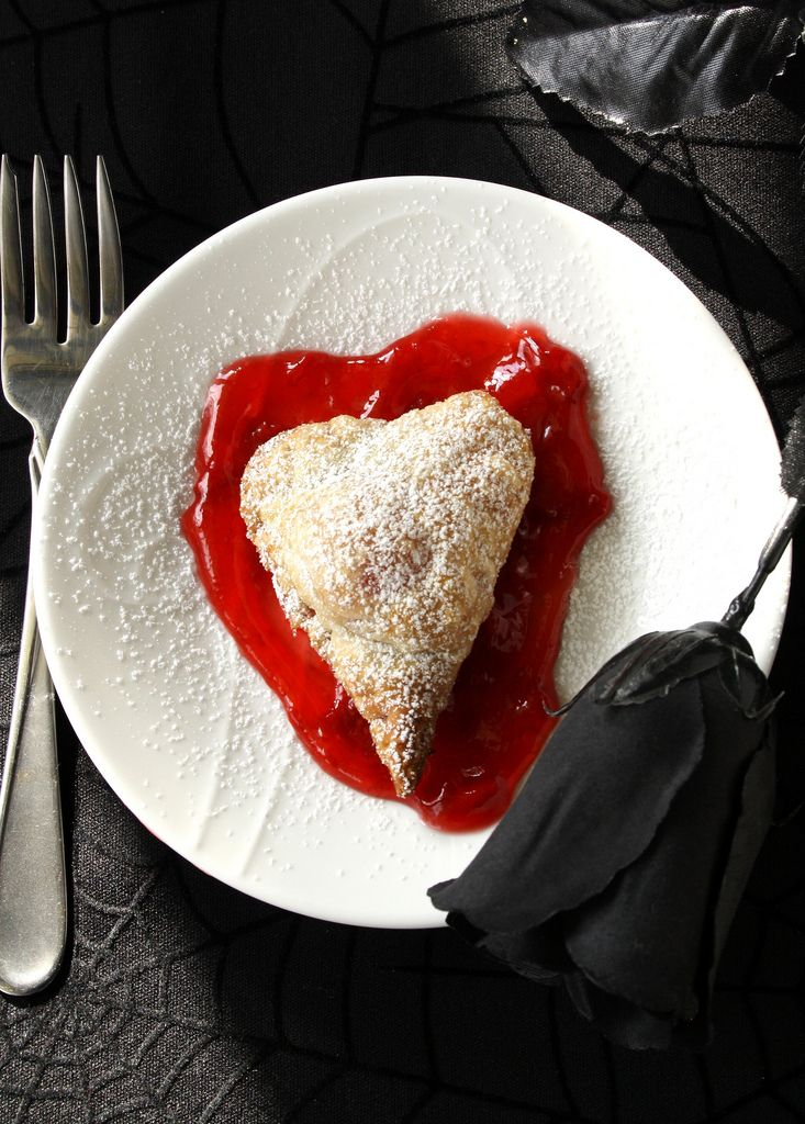 My Romantic Bloody Halloween Pastry Heart worked brilliantly! Delicious, easy and let's watch it ooze...