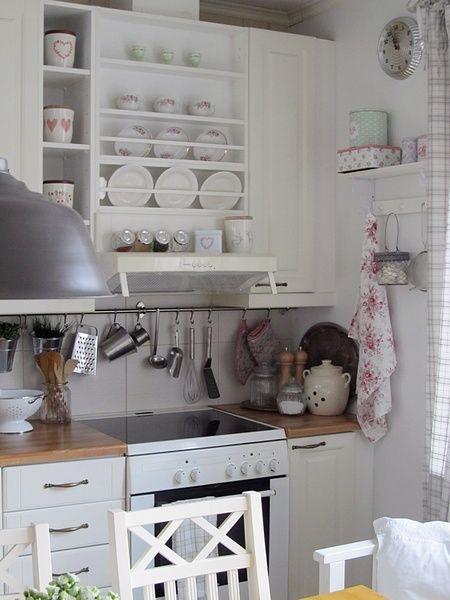 maalaisromanttinen,greengate,hylly,keittiö,maalaisromanttinen sisustus
