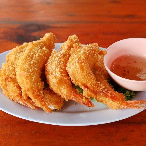 Indbagte rejer, kylling osv. er ikke en ret fra Thailand. Mange kender det fra Japan, hvor man kalder det tempura (hvilket det også kan findes som i Thailand). Man kan også finde en del indbagte ting i det kinesiske køkken. De indbagte rejer er perfekte som en... #hvidløg #rejer #sødchilisovs