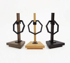 現代の暮らしに合うミトンデザインのデザイン神具「OFUDAZA」「KIFUDAZA」のご紹介。神棚というものをインテリアアイテムのひとつとして考え、多くのお店や室内においてもらえるよう開発されました。