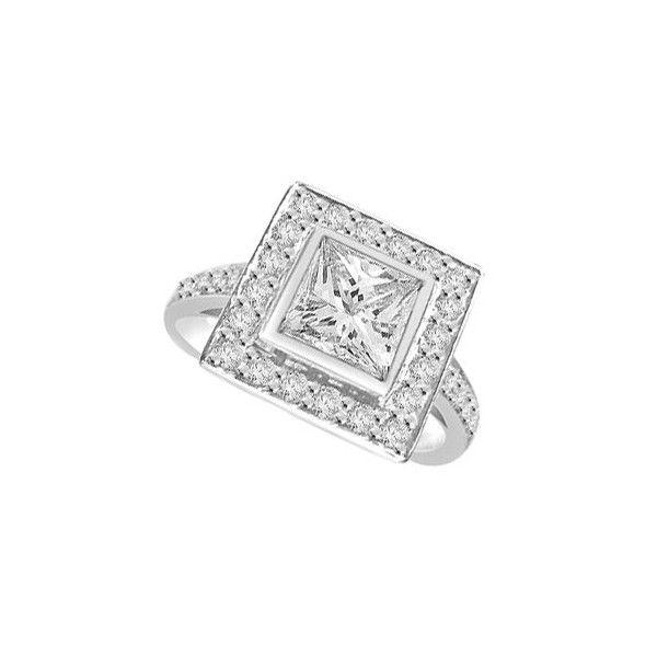ANELLO CLUSTER CON DIAMANTE 18CT ORO BIANCO | Anello Culster. Il totale carati dei diamanti per questo anello varia da 0.55ct a 0.90ct. La pietra centrale taglio princess e` disponibile da 0.23ct a 0.58ct. La pietra centrale e` circondata da 18 pietre con ulteriori 14 pietre sul gambo tutte taglio brillante sono 0.01ct ciascuno per un peso totale di 0.32ct. Tutte le pietre circostanti e laterali sul gambo sono montate in un incastonaturta a battita.