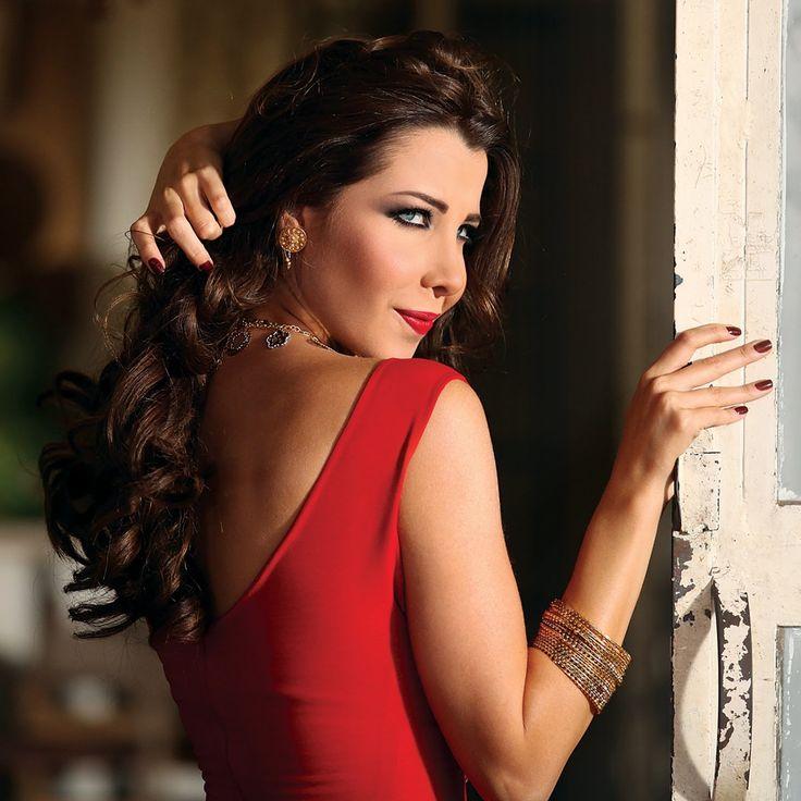 Nancy Ajram - Ma Tegi Hena - Official Video Clip فيديو كليب ما تيجي هنا... http://youtu.be/UBBxGHvjNFM