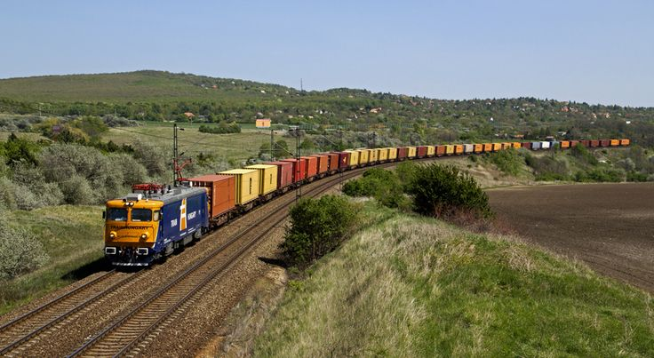 https://flic.kr/p/bCL6w7 | Intermodal train | The 91 53 0 40 0119-0 of Train Hungary private railways hauls intermodal freight train to Rajka