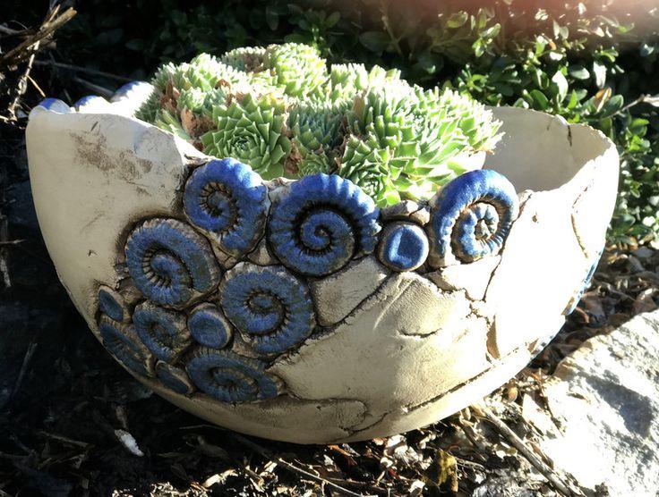 gartendekoration schale pflanzschale keramik blau frostfest ein designerst ck von kleine. Black Bedroom Furniture Sets. Home Design Ideas
