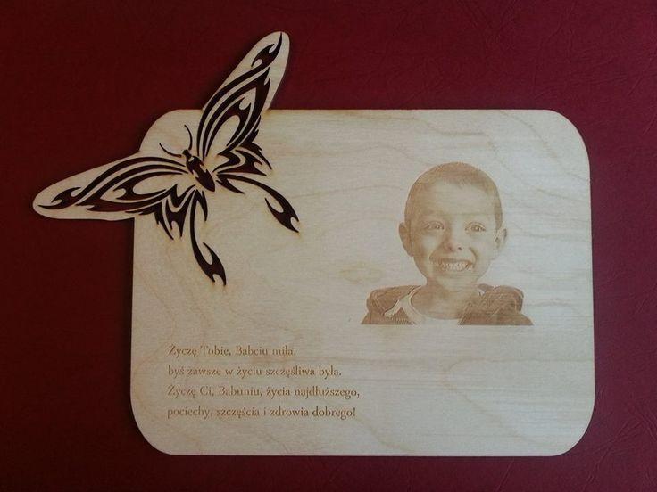 Wspaniały prezent na Dzień Babci ! Zdjęcie Twojego Smyka grawerowane w drewnie. Cena 75 zł za 1 szt. lub 140 zł za dwie kopie. Robimy zdjęcia na miejscu u nas w studio. info@dex-druk.pl