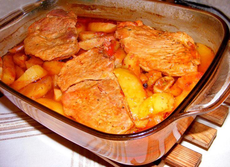 A burgonya és a sült hús a hétvégi ebédek sztárja, ezt érdemes elkészítened! Hozzávalók: 60 dkg sovány sertéshús 70 dkg megtisztított burgonya 6 gerezd fokhagyma 1 dl paradicsomlé 1 teáskanálnyi őrölt paprika 1 teáskanálnyi tárkony...