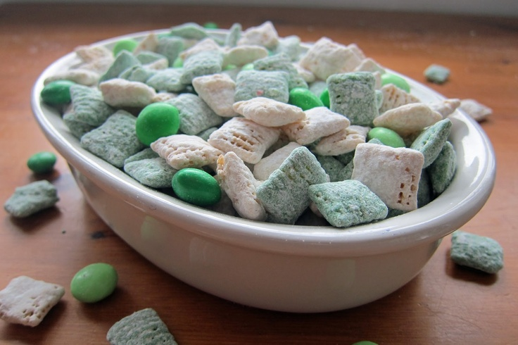 St Patty's Day Puppy Chow Recipe. St Patrick's Day Muddy Buddies Mix: Puppy Chow Recipes, Puppys, St. Patrick'S Day, Recipe St, Cake Mix, St Patrick'S Day