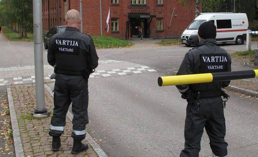 Vartiointi on uhkaustenkin takia tiukkaa Lahden Hennalan vastaanottokeskuksessa.