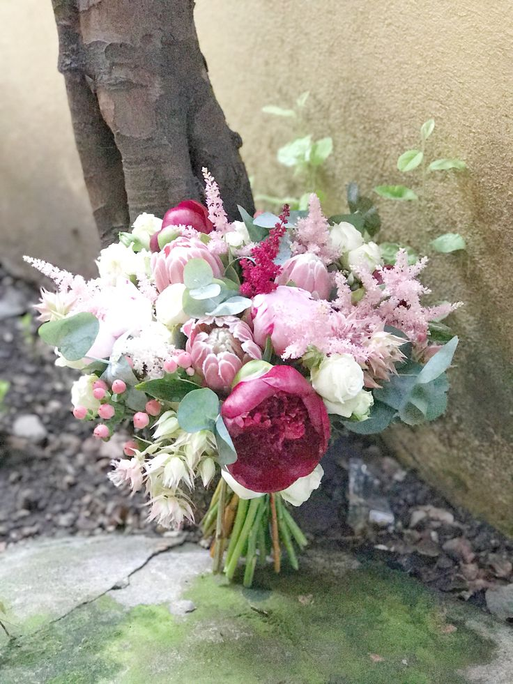 Beautiful hand-tied bridal bouquet by @DUALEVENTS #atelierdual #atelierdualbucharest