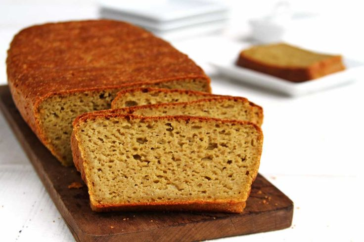 Faça em casa um delicioso pão de batata doce aromatizado com alecrim sem glúten e sem lactose feito inteiramente no liquidificador.