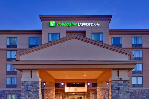 Holiday Inn Express and Suites Huntsville in Huntsville, ON